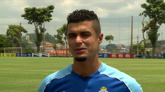 Quintal da Bola com Egídio: lateral do Cruzeiro escolhe e canta as cinco músicas preferidas