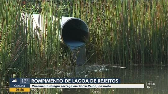 Lagoa de rejeitos rompe e vazamento atinge córrego em Barra Velha