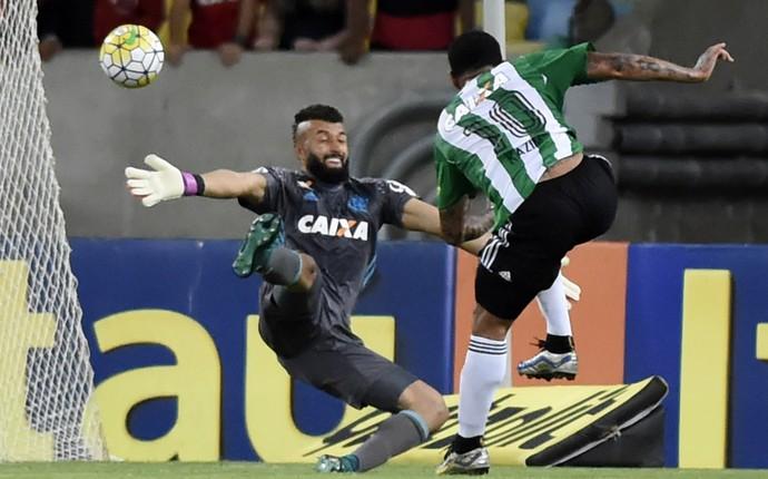 Flamengo empata com Coritiba e dá adeus ao sonho de título