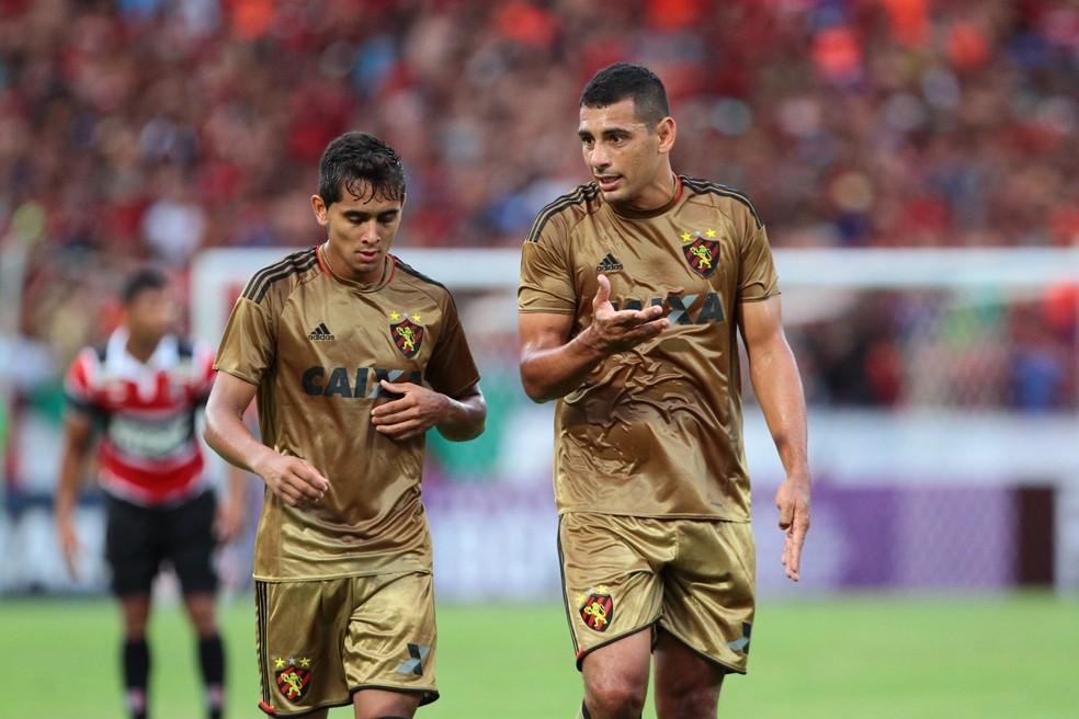 Everton Felipe e Diego Souza construíram amizade no Sport (Foto: Marlon Costa / Pernambuco Press)