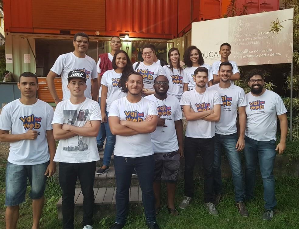 Estudantes do projeto Vai na Web (Foto: Divulgação)