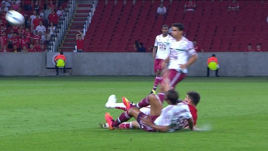 Pierre aparece com canela machucada após entrada dura de Alex no Beira-Rio