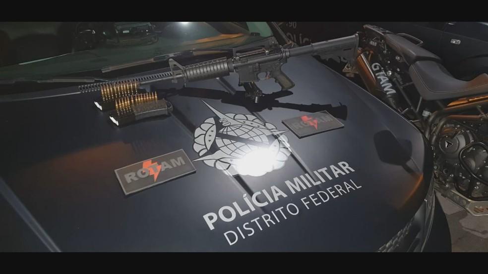 Fuzil calibre 5.56x45mm furtado no DF — Foto: PMDF/Divulgação