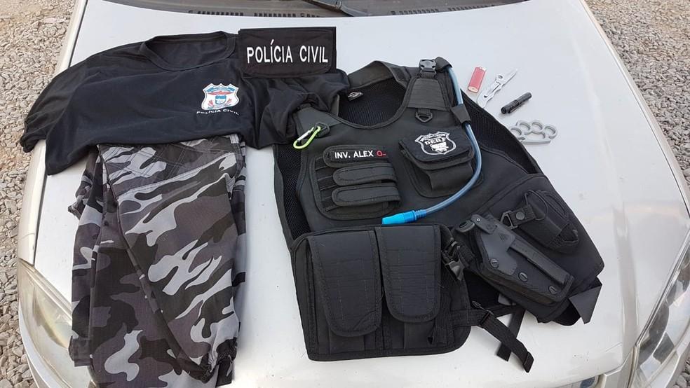 Apetrechos foram encontrados na casa do jovem, em Cuiabá (Foto: Polícia Civil/Divulgação)