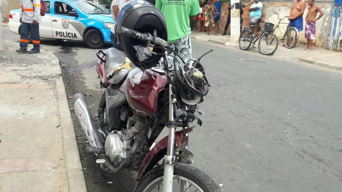 Jovem morre após perder controle de moto e bater em muro em Campos, no RJ
