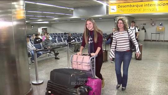Modelo que ficou quase 20 dias detida nos EUA chega a São Paulo