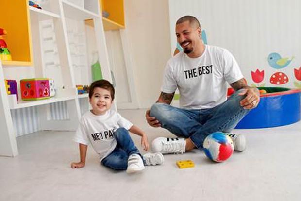 Fernando Medeiros com o filho, Lucca (Foto: Divulgação)
