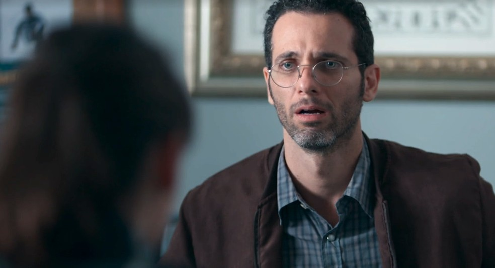 Bóris (Mouhamed Harfouch) ouve que Lica (Manoela Aliperti) está apaixonada por ele em 'Malhação - Viva a Diferença' — Foto: Globo