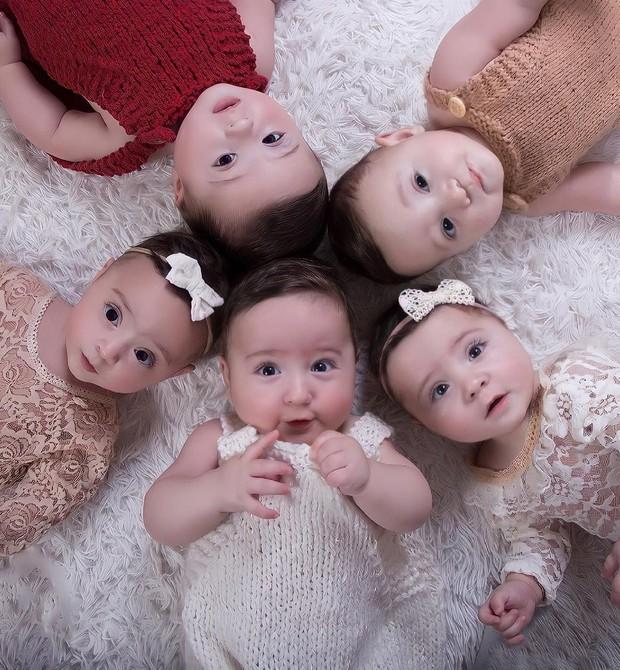 Os quíntuplos estão com 1 ano e 9 meses (Foto: Reprodução/Instagram)