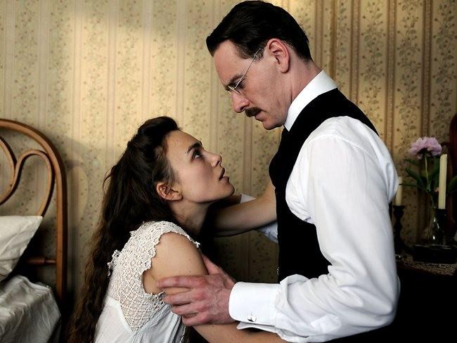 Keira Knightley e Michael Fassbaneder em cena de 'Um Método Perigoso' (2011) (Foto: Divulgação)