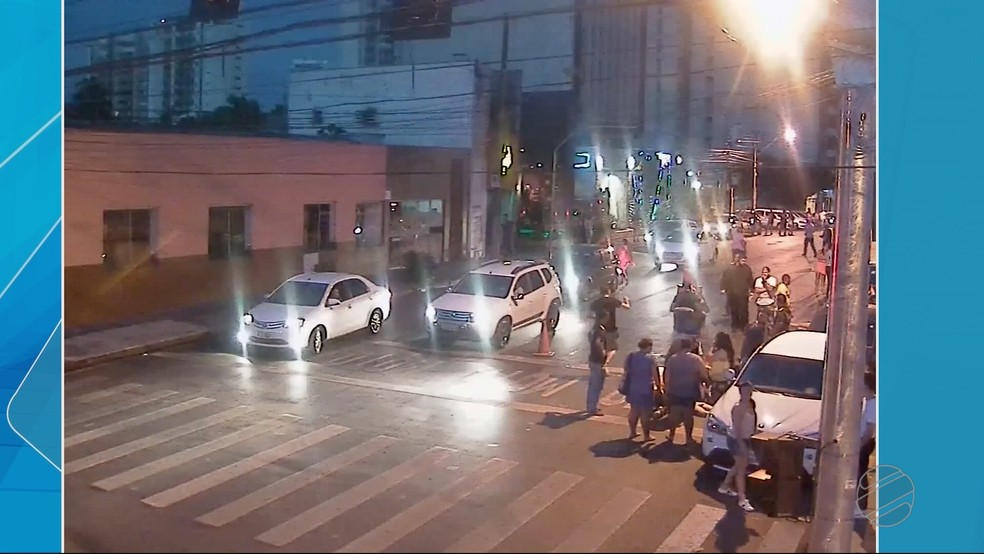 Acidente foi registrado na frente de uma boate sertaneja — Foto: TVCA/Reprodução