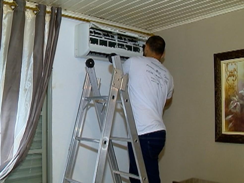 Uma das dicas é ficar atento à temperatura do ar condicionado (Foto: Reprodução/TV Fronteira)