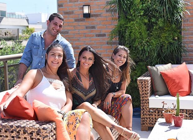 Viviane Araújo com os arquitetos Philippe Nunes, Patrícia Pfeil e Lívia Ornella (Foto: Ari Kaye/Divulgação NOP Arquitetura)