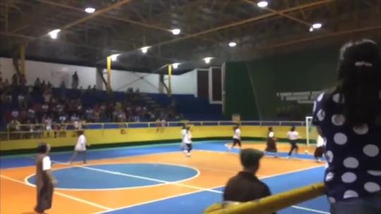 Vestidas com hábito, freiras jogam futebol de salão em evento beneficente em MT; veja vídeo