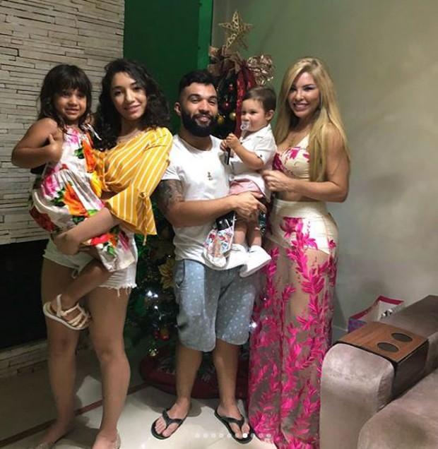 Verônica Costa com os filhos, Jonathan e Jeniffer Costa, e os netos, Salvatore e Maithe (Foto: Reprodução/Instagram)