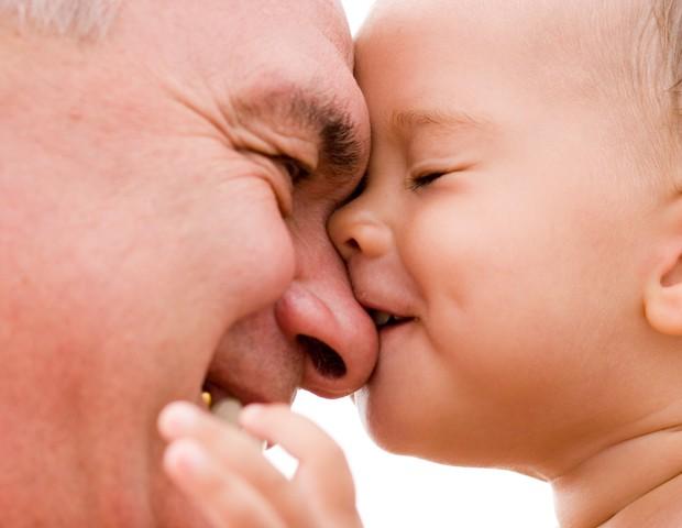 Estudo revela que ser pai mais velho também pode trazer riscos (Foto: Thinkstock)