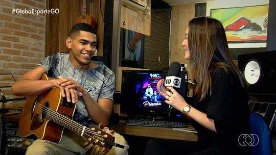 Da bola ao funk: Daniel Alves ganha homenagem e grava música com MC MAC; vídeo