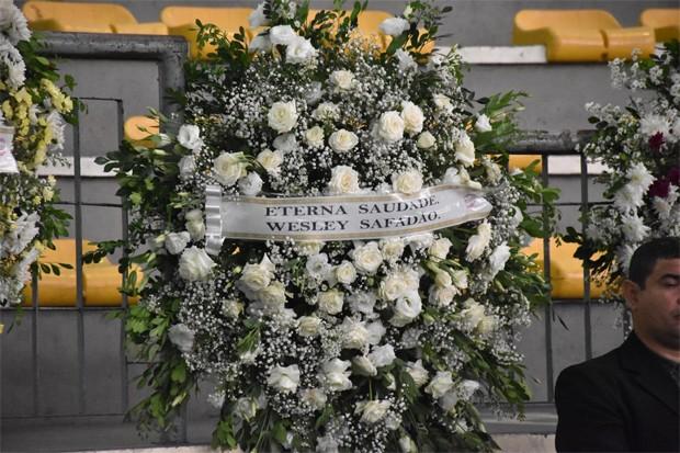 Wesley Safadão envia coroa de flores para homenagear Gabriel Diniz (Foto: Felipe Souto Maior/Ed. Globo)