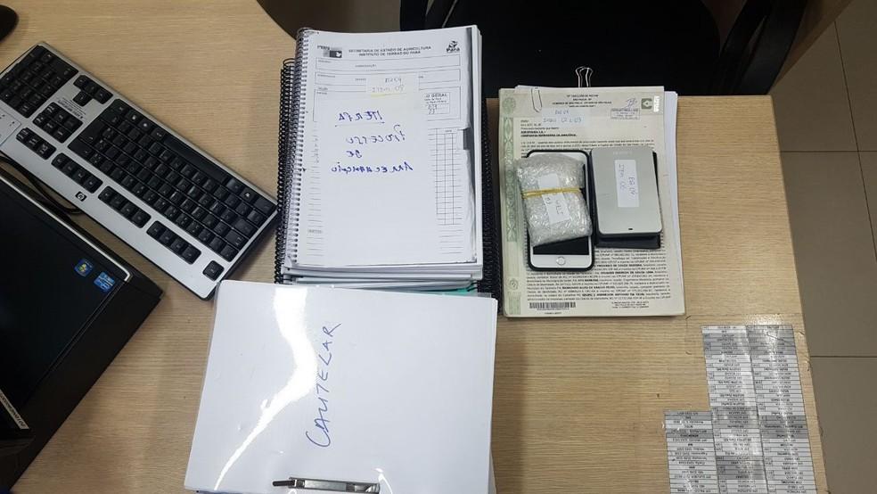 PF apreendeu documentos, celulares e processos de órgãos públicos para investigar suposto esquema de grilagem da Agropalma do Pará. (Foto: Divulgação / Polícia Federal do Pará)