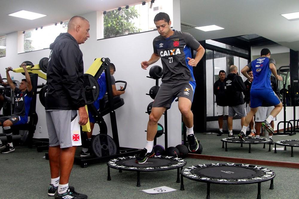 São Paulo acerta com zagueiro Anderson Martins, que era do Vasco