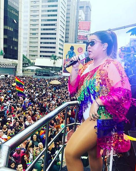 Preta Gil com seu bloco durante a Parada Gay em São Paulo (Foto: Reprodução/Instagram)