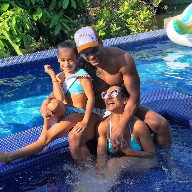 Scheila Carvalho, Tony Salles e a filha, Giulia  (Foto: Reprodução / Instagram)