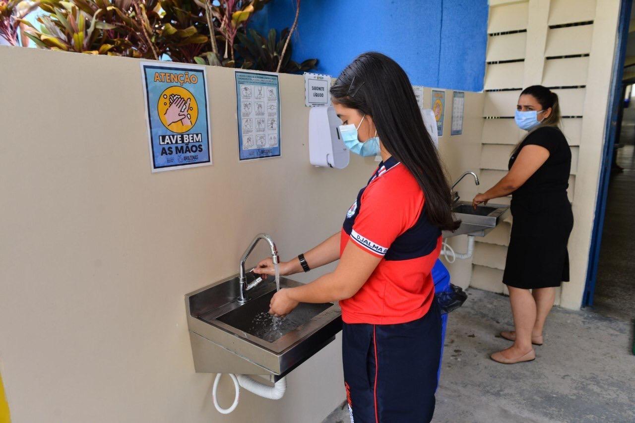 Cerca de 111 mil alunos do ensino fundamental voltam às aulas em Manaus nesta quarta-feira (30)