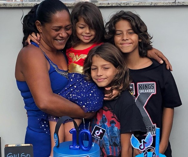 Re com os três no aniversário de Guilherme (Foto: Arquivo pessoal)
