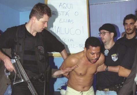 Elias Maluco, assassino de Tim Lopes, após ser preso, em 2002