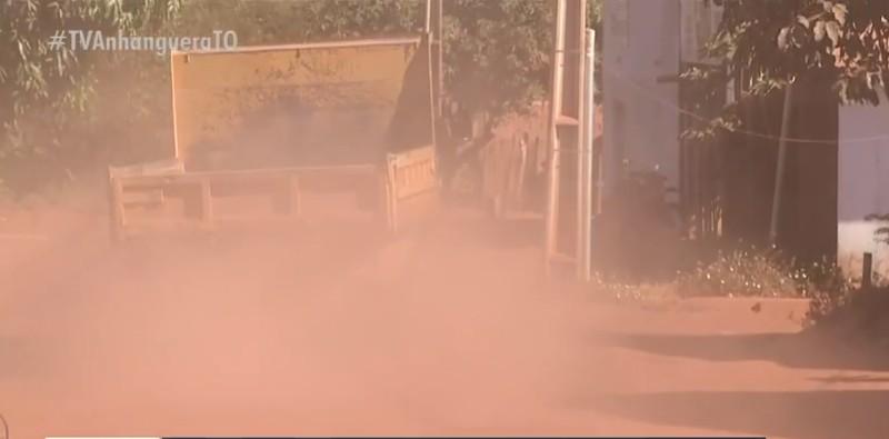 Moradores do Santo Amaro sofrem com avenida do bairro que não foi asfaltada