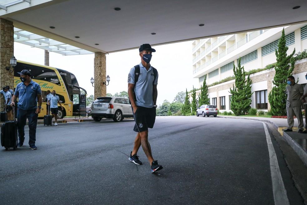 Ferreira em chegada a Atibaia, no interior paulista, na semana passada — Foto: Lucas Uebel/Grêmio