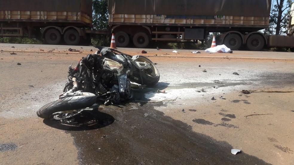 Empresário morreu na manhã deste sábado (3) ao sofrer um acidente de motocicleta na BR-364 (Foto: Nayana Bricat/TV Centro América)