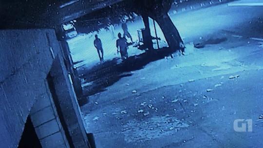 Vídeo mostra traficante de drogas matando catador a pedradas em GO