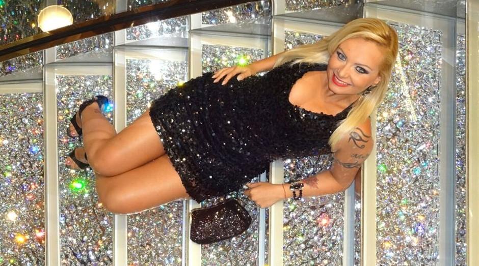 """Suelem Cury, a """"Mulher-Pera"""", faz sucesso vendendo cristais (Foto: Reprodução)"""