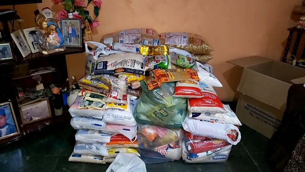 Alimentos arrecadados serão doados para a Casa de Caridade Santa Ana — Foto: Bruno Lima/Inter TV