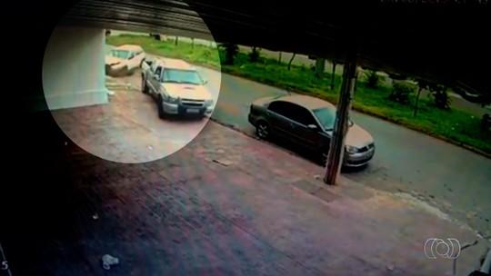 Câmeras de segurança mostram acidente no bairro Santa Rita em Goiânia