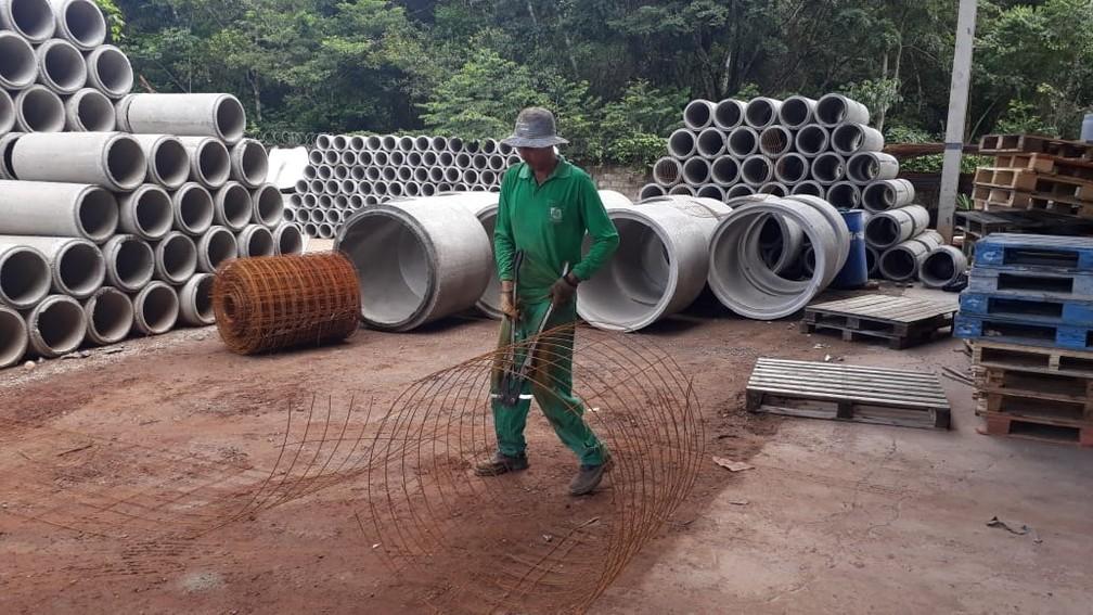 Fábricas de concreto foram instaladas dentro de cadeia — Foto: Sesp-MT/ Assessoria