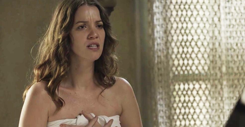 Elisabeta é alvo da ira de Lady Margareth (Foto: TV Globo)