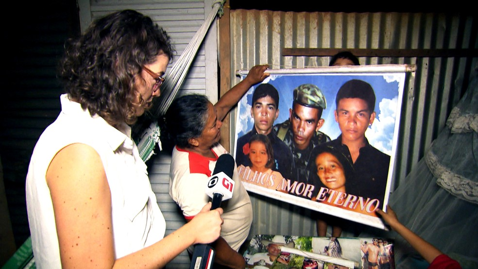 Sônia mostra foto com os cinco filhos — Foto: Reprodução: TV Globo