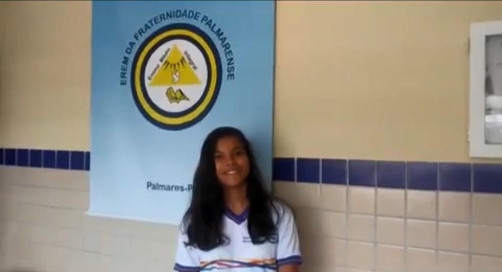 A aluna Gabriela Carolina enviou uma pergunta sobre literatura para o Projeto Educação — Foto: Reprodução/WhatsApp