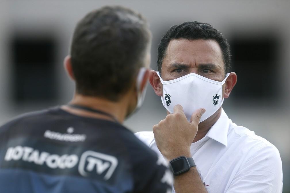 Túlio Lustosa não concordou com demissão de Bruno Lazaroni — Foto: Vitor Silva/Botafogo