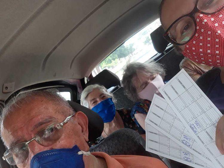 Idosa de 83 anos toma vacina contra  Covid-19 junto com marido e irmã no PI: 'muito emocionante'