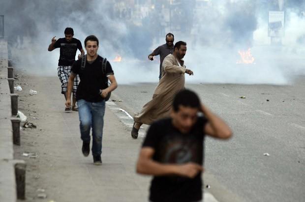 Partidários de Mursi marcham no Egito apesar de segurança reforçada (Foto: Mohamed El-Shahed/AFP)