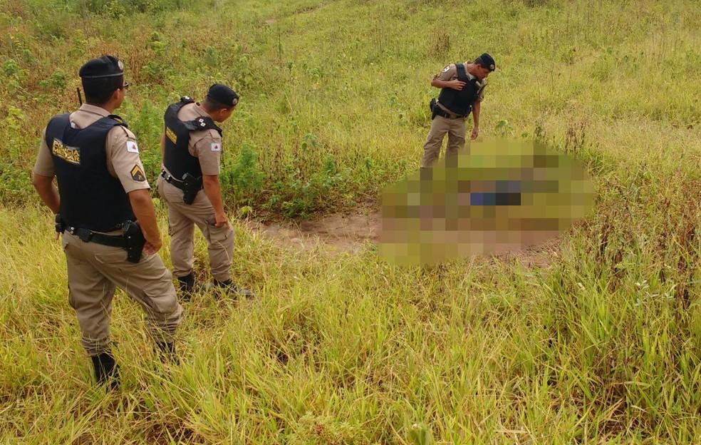 Corpo foi encontrado por um vaqueiro, que acionou a polícia — Foto: Polícia Militar/Divulgação