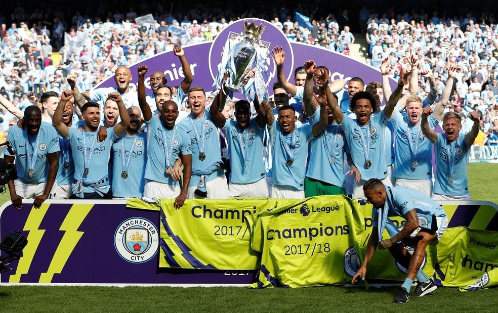Atual campeão, City é o clube com mais brasileiros: Ederson, Danilo, Fernandinho, Jesus e agora Douglas Luiz (Foto: Reuters)