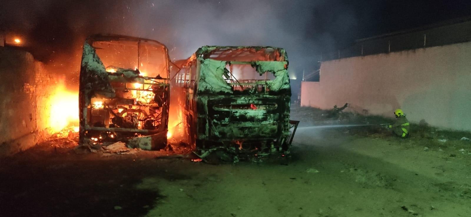 Dois ônibus pegam fogo, em Patos, Sertão da Paraíba