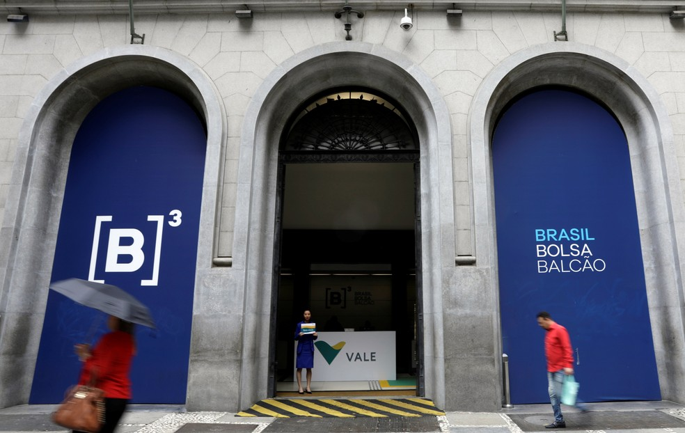 Entrada da sede da B3, que subiu 26,8% em 2017 e continua renovando recordes em 2018 em meio ao fluxo positivo de compras de ações por investidores estrangeiros (Foto: Paulo Whitaker/Reuters)