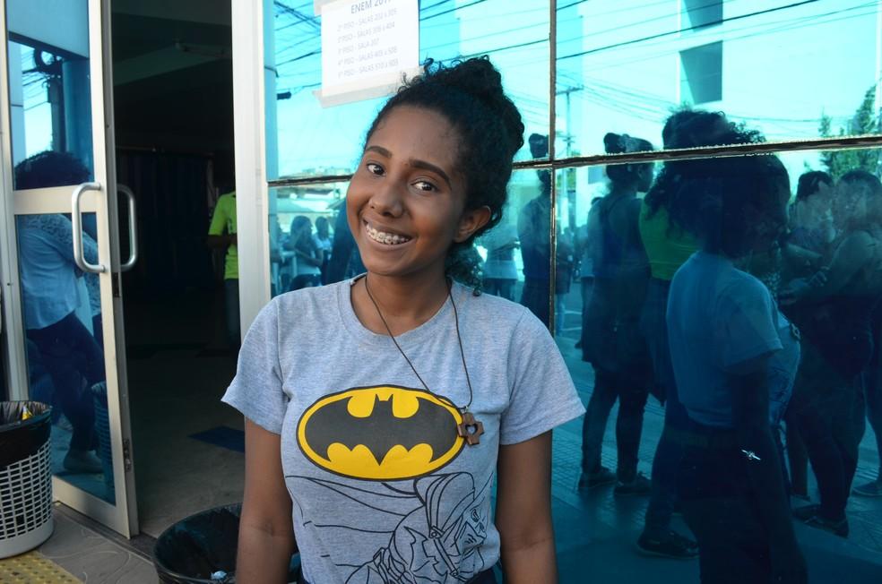 Estudante Gabriela Santana sonha cursar fisioterapia para homenagear a mãe (Foto: Jorge Abreu/G1)