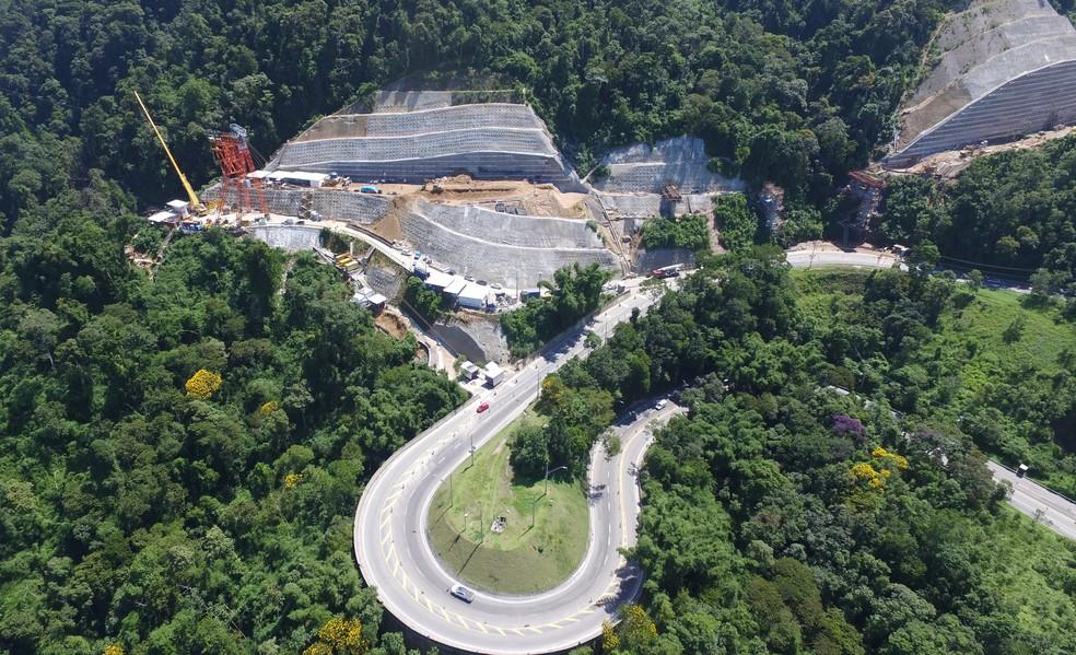 Trecho de serra da rodovia dos Tamoios na altura do km 72 — Foto: Divulgação/Tamoios