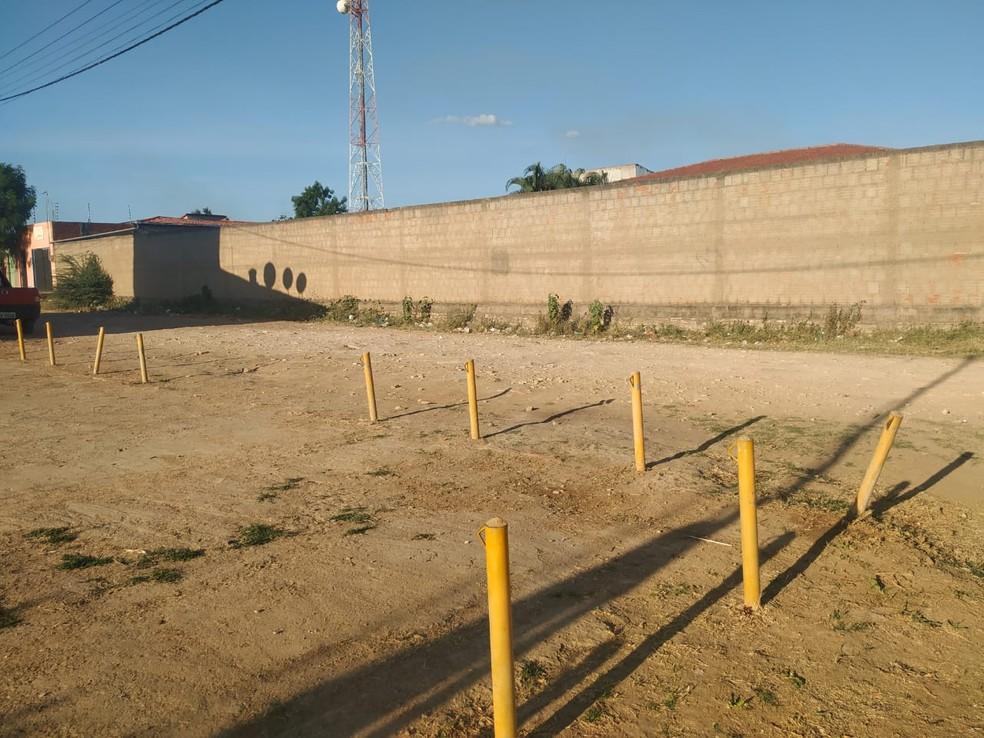 O crime aconteceu próximo ao Fórum de Santana do Cariri.  — Foto: Valéria Alves/TV Verdes Mares